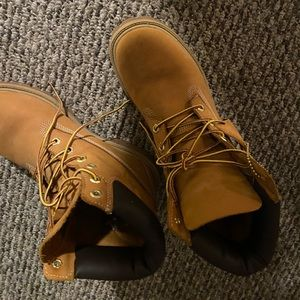 Boys size 7 women's size 8.5/9 wheat timbs!